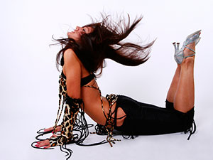 orgii-eroticheskiy-striptiz-tanets-pod-muzikoy